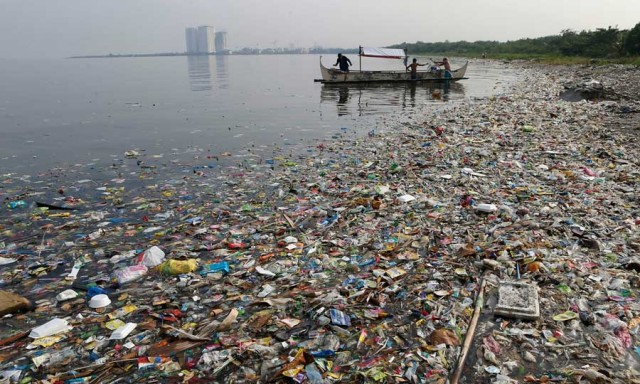mostly plastic rubbish in Manila Bay